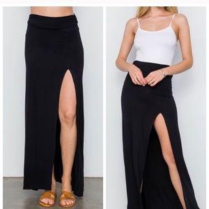 ! Black thigh slit maxi skirt